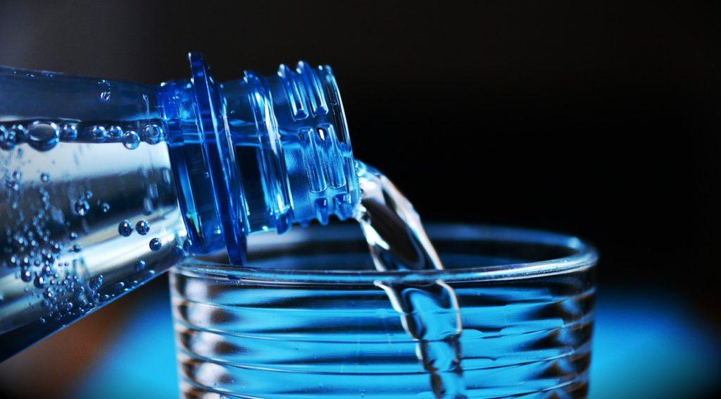 Proč není 2,5 litru tekutin denně nesmysl